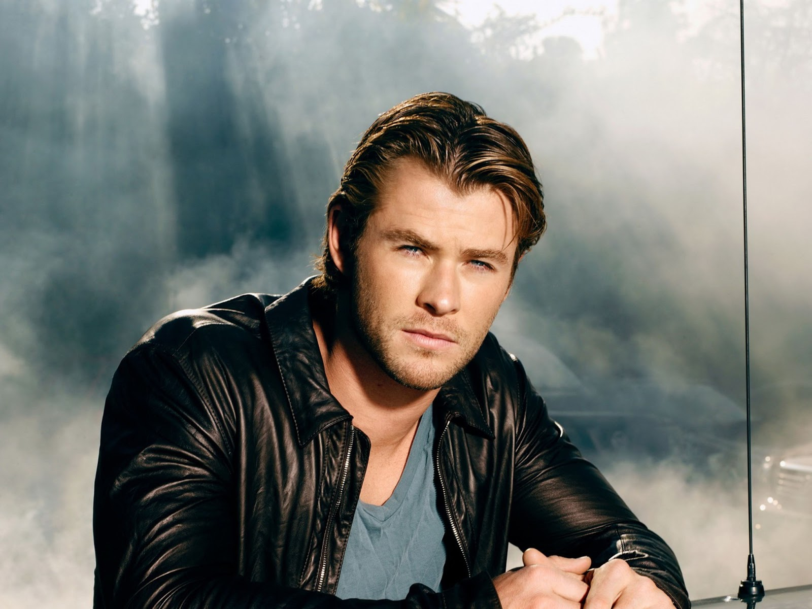 http://4.bp.blogspot.com/-zlzfmgQv82Q/UUrA6O3-Y8I/AAAAAAAAEJ0/5hKx6Eiwezk/s1600/Chris+Hemsworth+hd+Wallpapers+2013_5.jpg