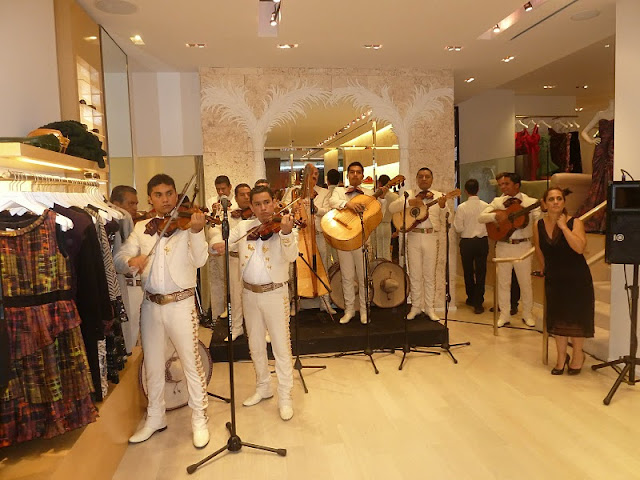A musical FNO with Oscar de la Renta!