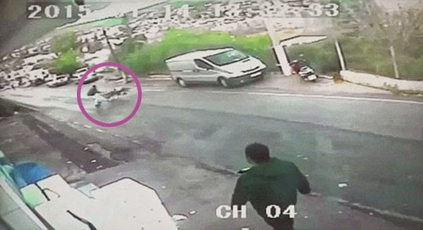 Rakaman video papar aksi lelaki jadi wira selamatkan kanak kanak daripada maut