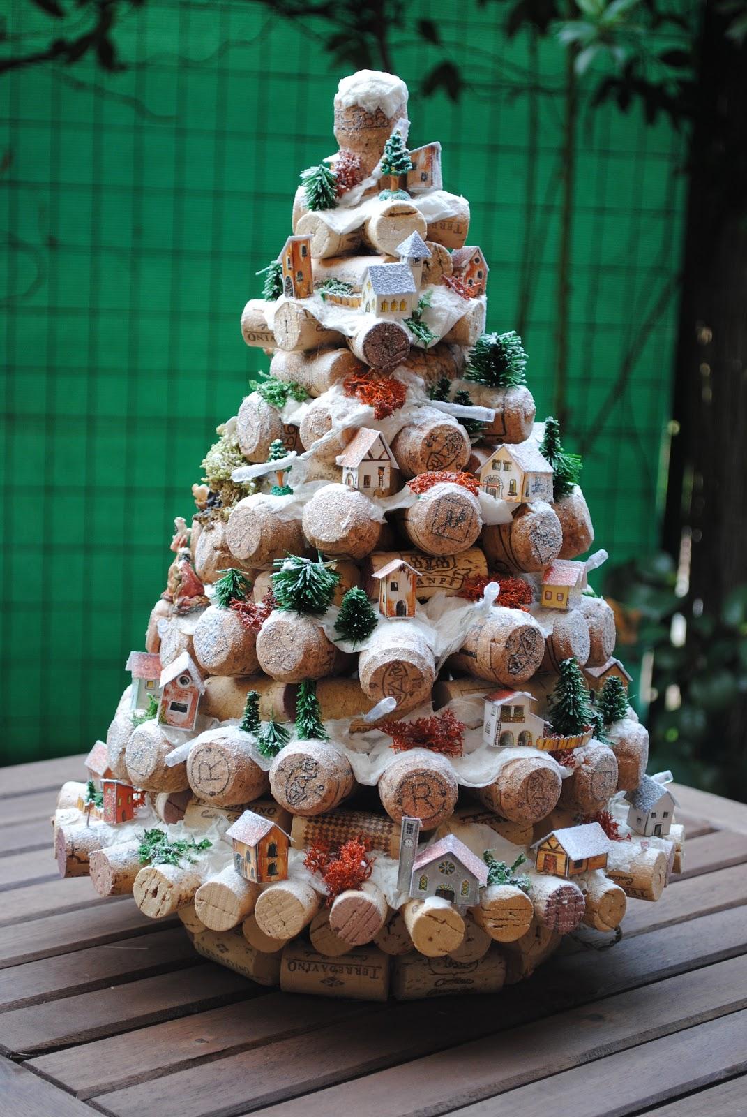 Le tegole del villaggio natale si avvicina - Originales arboles de navidad ...