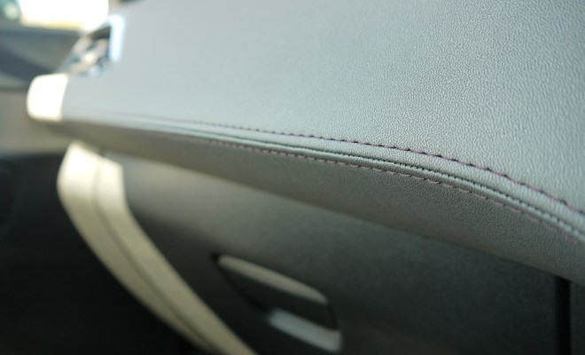 Peugeot 208 XY dashboard stiching