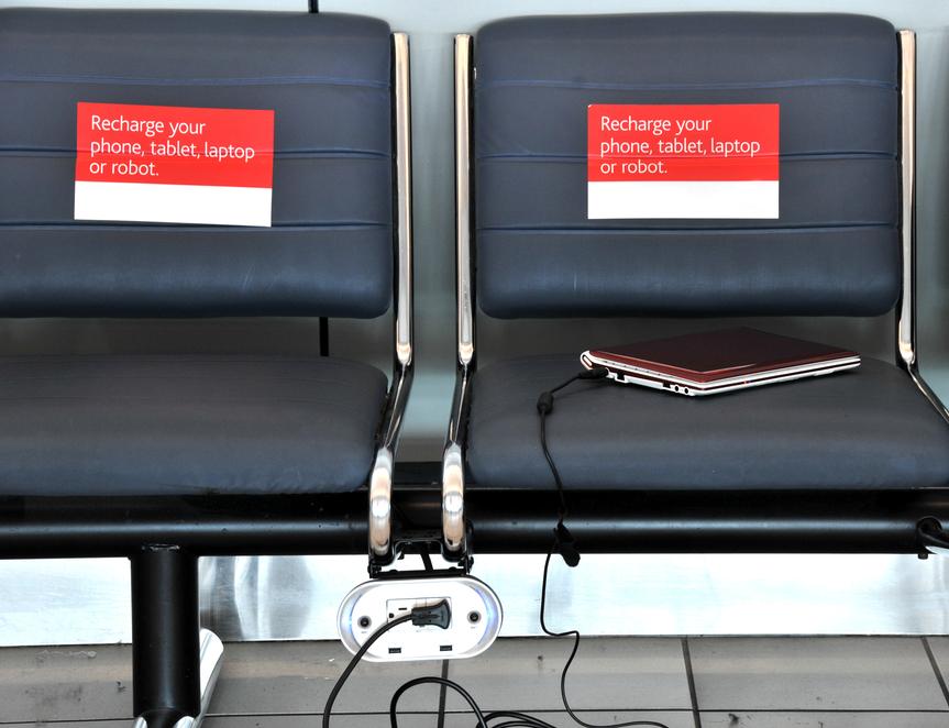 Descubre los aeropuertos europeos que cuentan con más enchufes