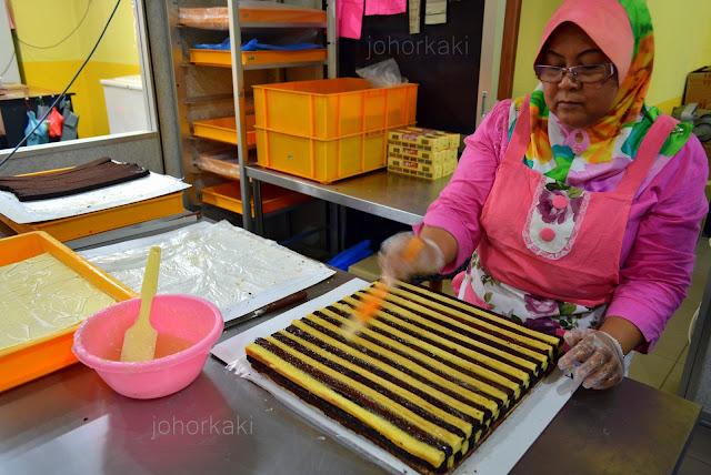 Kek-Lapis-Sarawak-One-Food-and-Cake-House-Pandan-City-Johor-Bahru