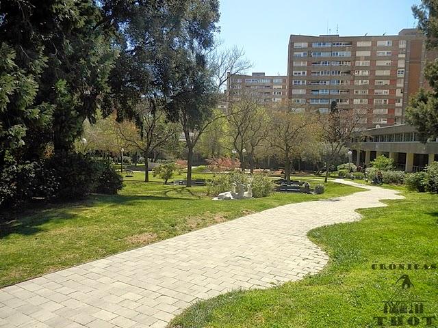 Entrada a los jardines jaume vicens i vives de barcelona for Barcelona jardin