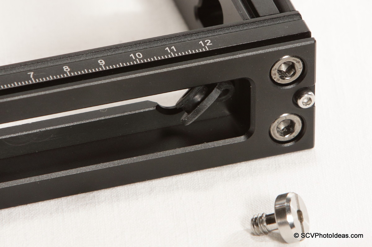 Benro MPB150T base rail captive slot+screw detail bottom view