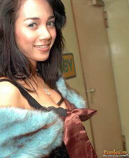 Mira Asmara Belahan Dada Artis