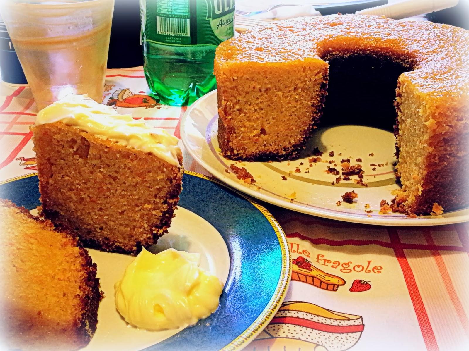 La ricetta di questa carrot pie ricorda quella della tradizionale torta di carote, ma arricchita con cannella e una glassa squisita.
