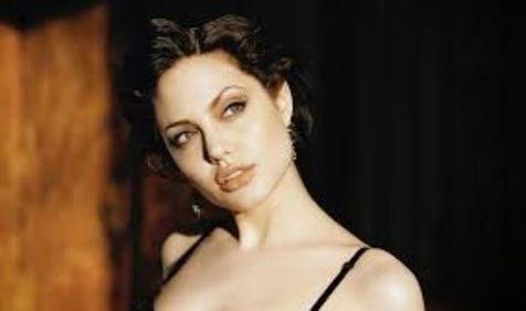 Nikita Mirzani Foto Seksi Seperti Angelina Jolie