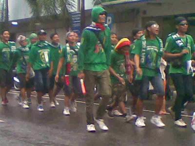 foto gerak jalan perjuangan mojokerto surabaya