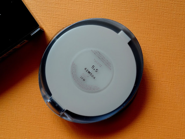 Giorgio Armani Luminous Silk Compact in 5.5 Review, Photos, Swatches