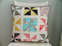 http://sotakhandmade.blogspot.com/2013/10/pinwheels-pillow-plus-tutorial.html