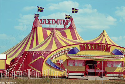 cirkus maximum, circus, cirkustält, tält, tent, circus tent, red and yellow, rött och gult, foto anders n