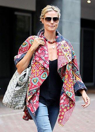 Foto Heidi Klum Menggunakan Batik