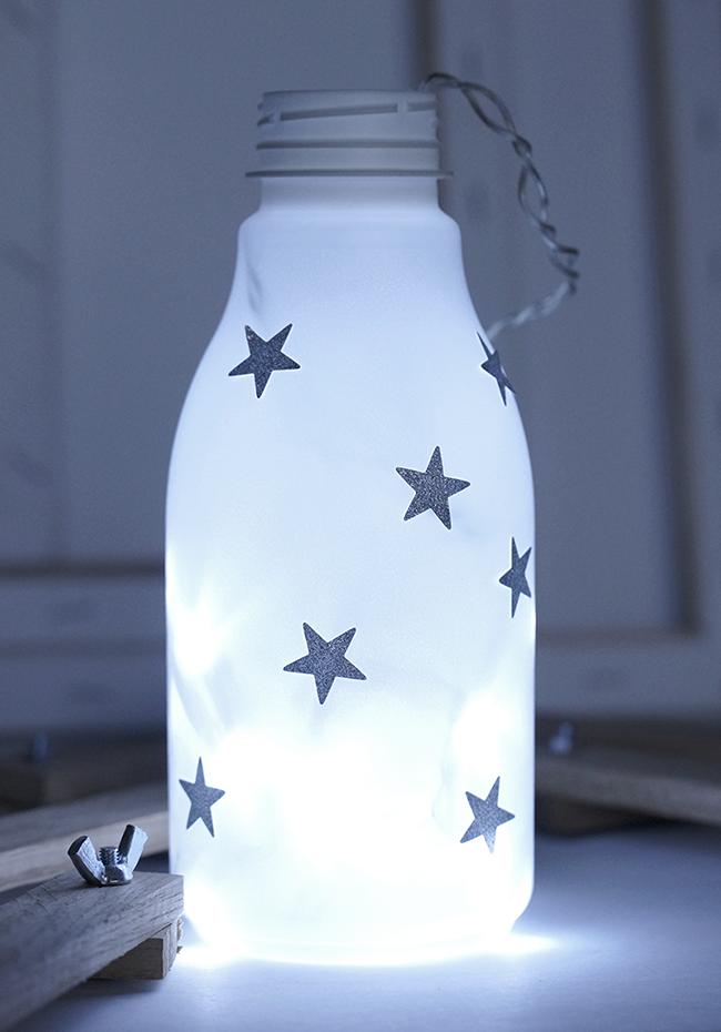 Ynas Design Blog | DIY Lampe | Buttermilchflasche mit Lichterkette