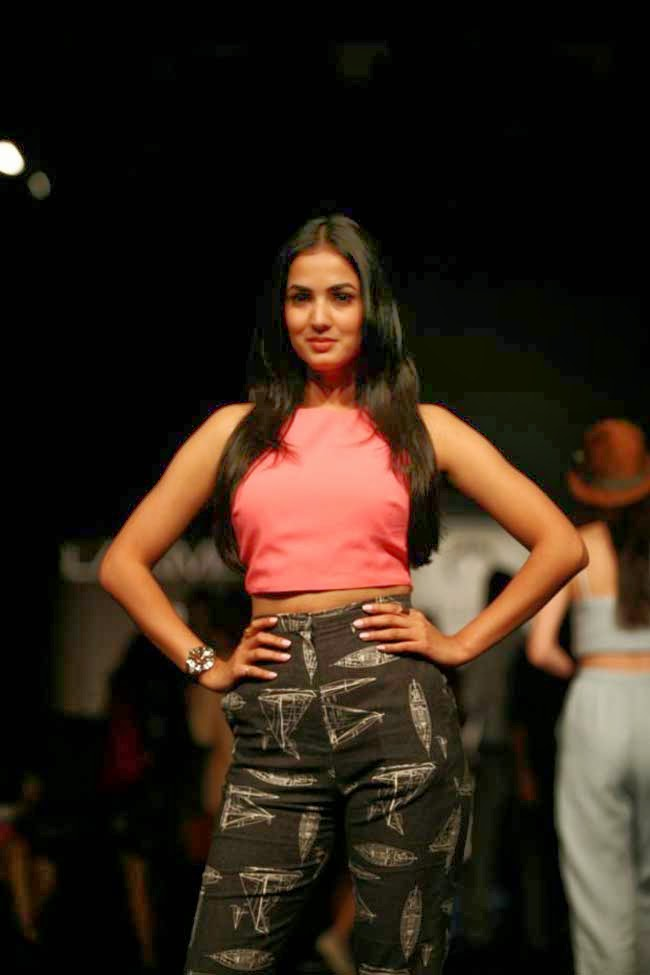Sonal Chauhan at LFW Summer Resort 2014