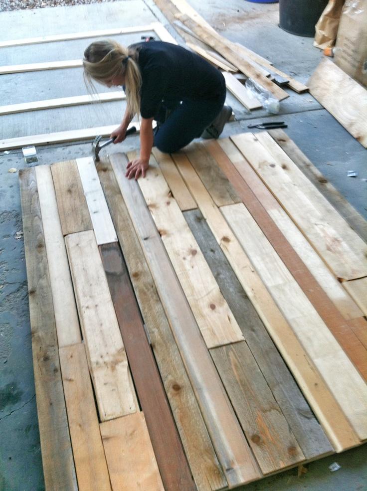 Mon petit chez moi pared de madera con tarimas recicladas for Tarimas de madera recicladas