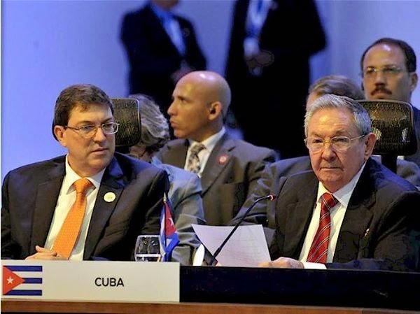 Raúl Castro exige fim do bloqueio dos EUA e respeito à soberania cubana