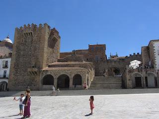 Torre de Bujaco que se encuentra adosada a la Ermita de la Paz.