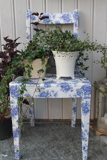 krzesło ozdobione decoupage inspiracja na taras