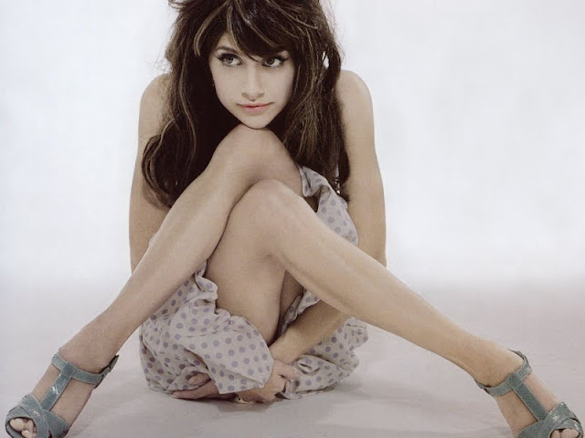 Brittany Murphy  sexy in dress