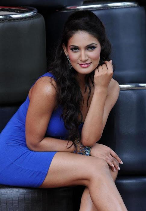 daruvu item girl new actress pics