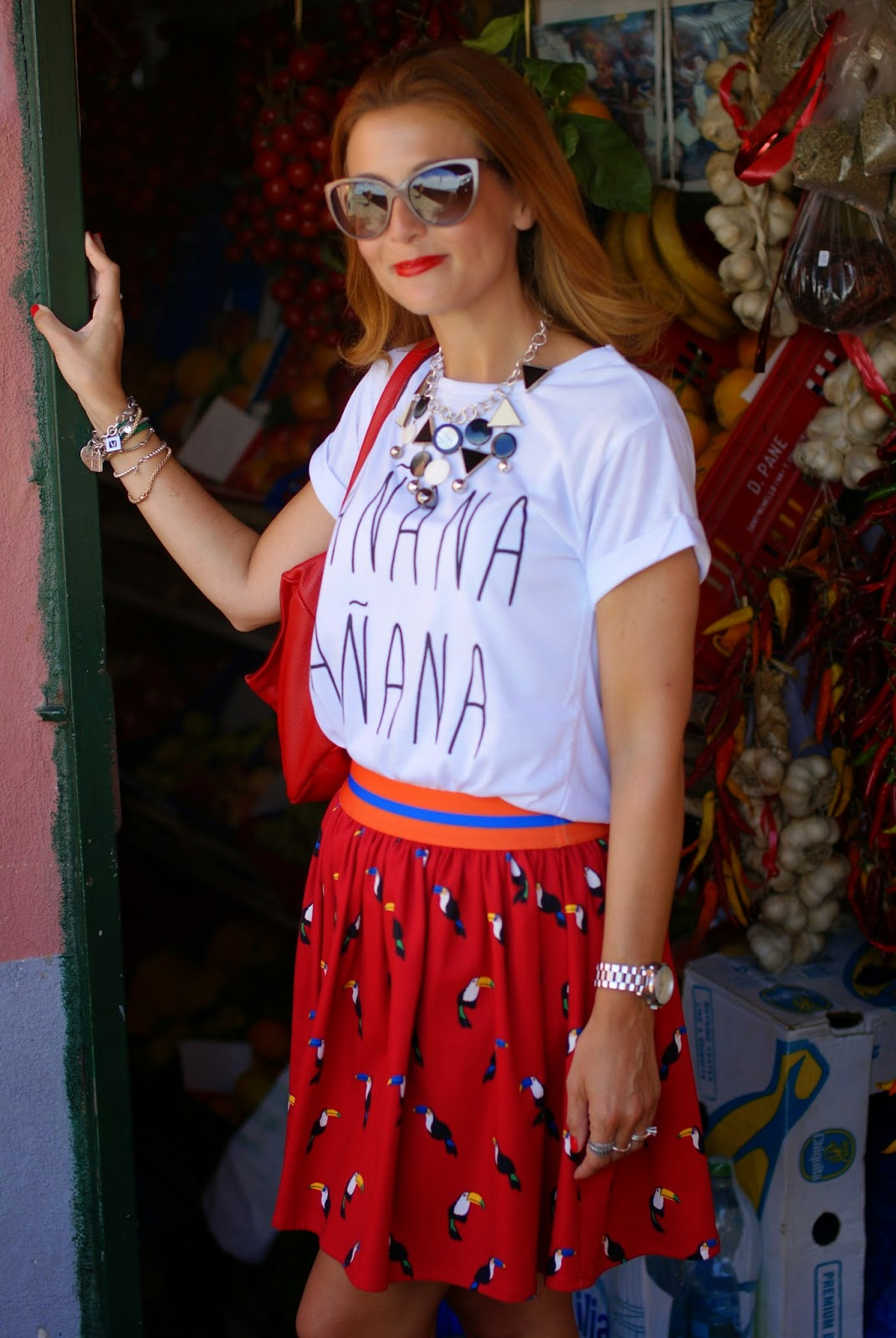 Vitti Ferria Contin necklace, manana t-shirt, Moschino sunglasses, Fashion and Cookies, fashion blogger
