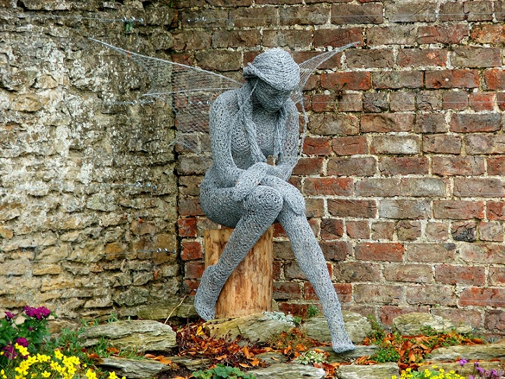 How to recycle chicken wire sculptures for Chicken wire sculptures uk