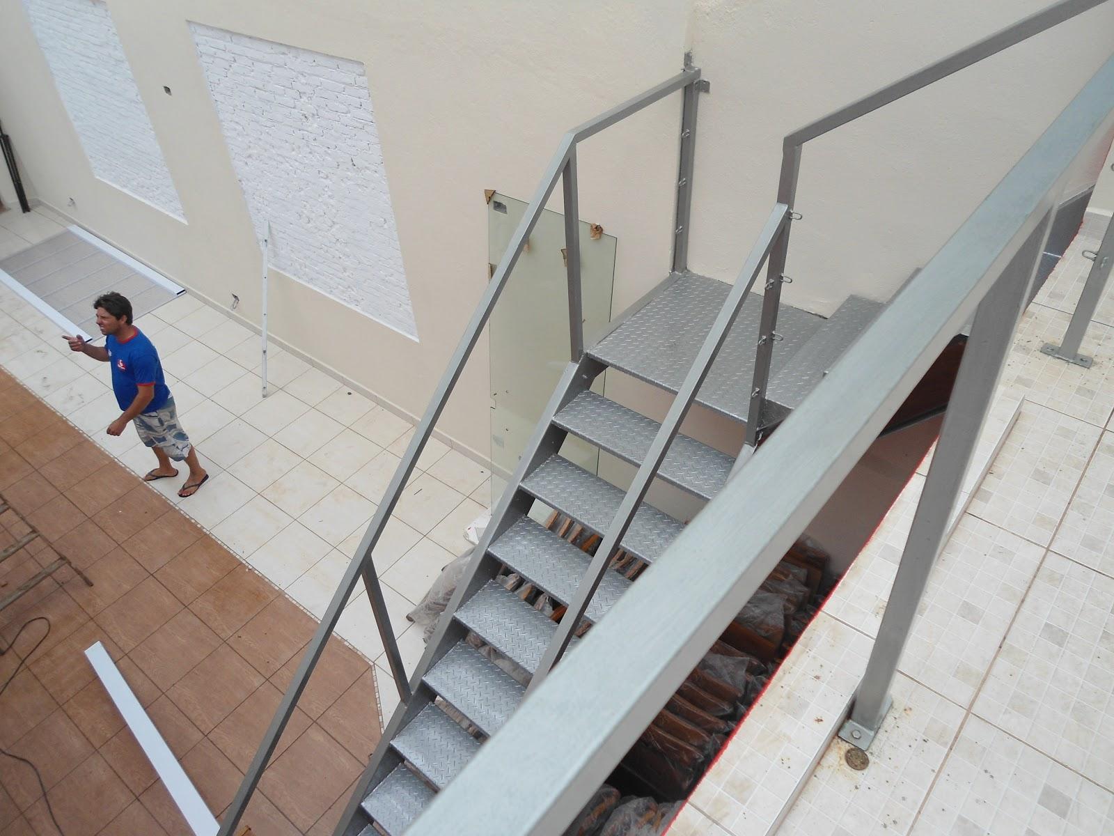 Imagens de #233B6B  COBERTURA DE POLICARBONATO PORTAS DE ALUMÍNIO PARA BANHEIRO 1600x1200 px 3250 Box Acrilico Para Banheiro Feira De Santana