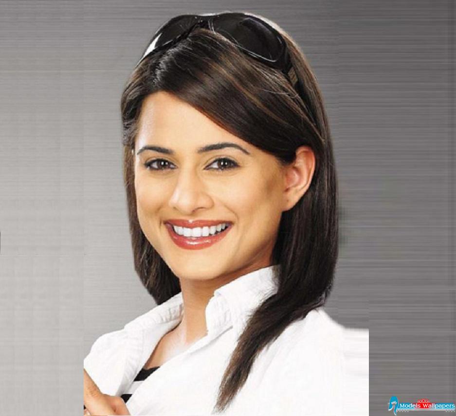 Watch Mehreen Raheel video