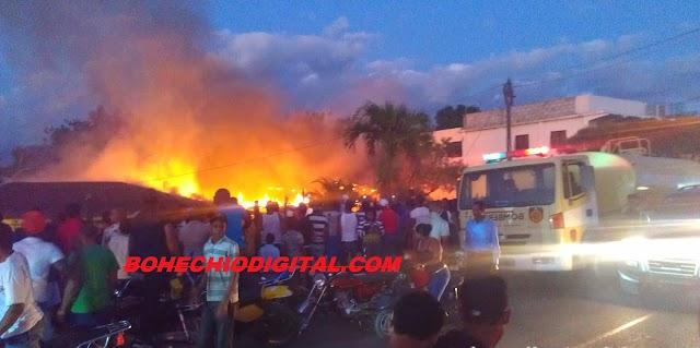 En San Juan: Fuego destruye 2 casas, Bomberos llegar tarde