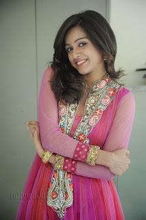 Vithika Sheru Gorgeous Pictures Gallery 025