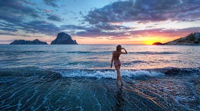 Фото: солнечный закат на пляже