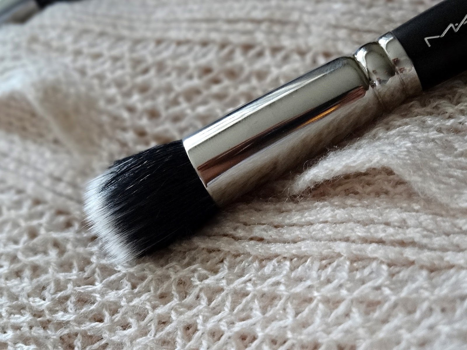 MAC 130 Short Duo Fibre Brush Review, Photos