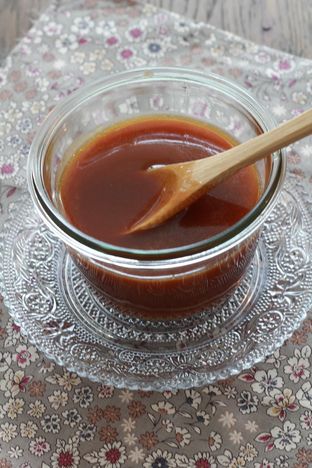 on dine chez nanou caramel inratable express en 5 minutes au micro ondes pour une sauce caramel. Black Bedroom Furniture Sets. Home Design Ideas