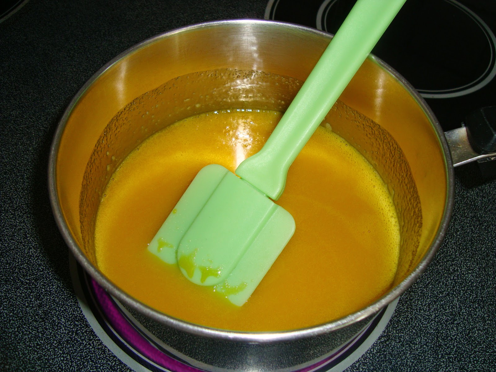 Someone's in the Kitchen: Creamy Orange Pops