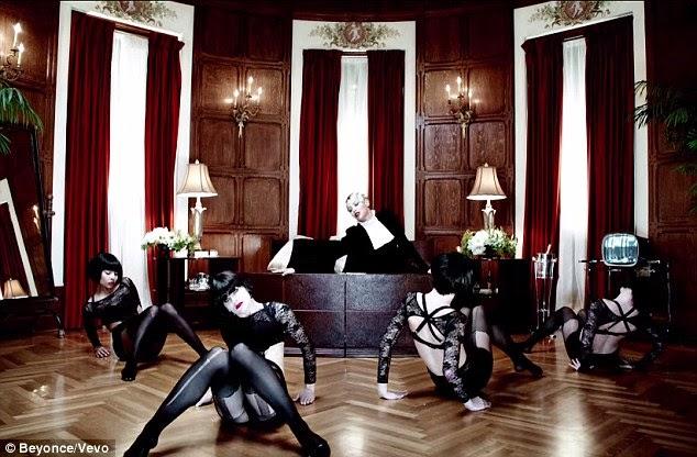 بيونسي مفعمة بالحيوية في الملابس الداخلية من الدانتيل في الفيديو الجديد لأغنيتها