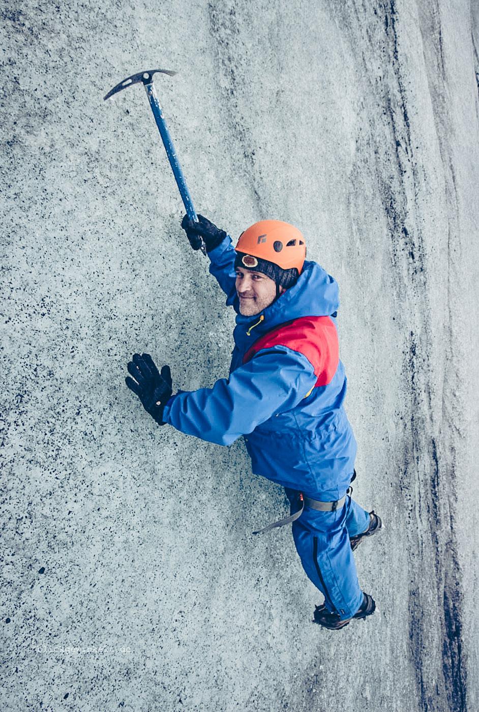 Spektakulär: Mann ohne Sicherung an der Eiswand
