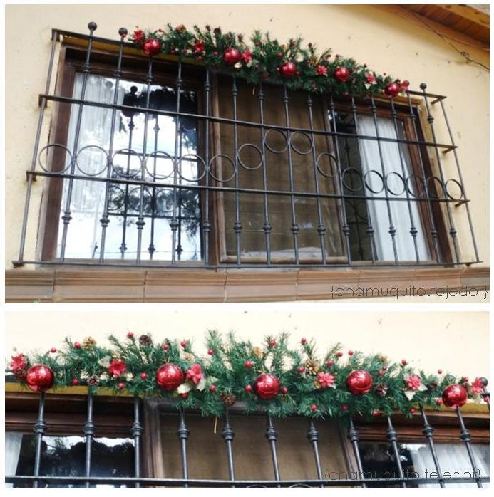Guirnalda navide a en ventana for Guirnaldas navidenas para puertas y ventanas