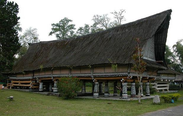 Rumah Adat di Indonesia bolon