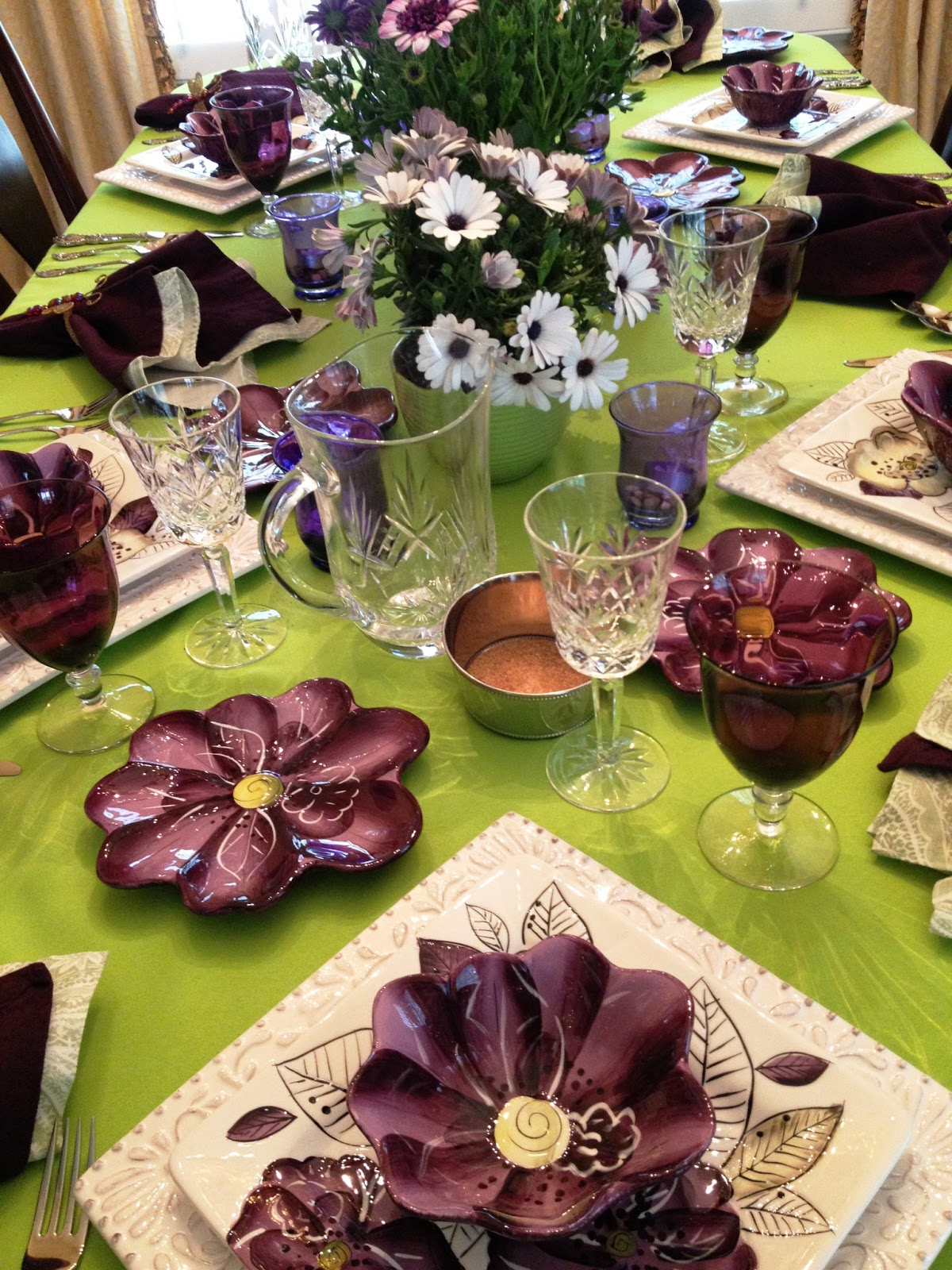 make it delightful spring purple green dinner for six. Black Bedroom Furniture Sets. Home Design Ideas