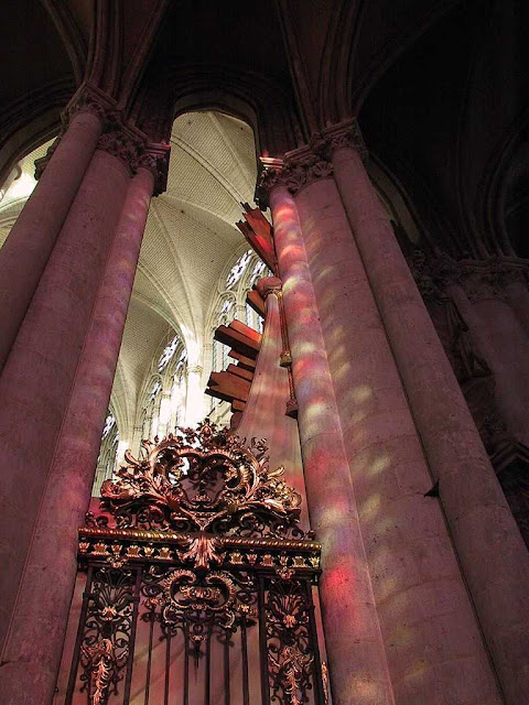 Amiens: penumbras que falam da ordem sobrenatural do universo