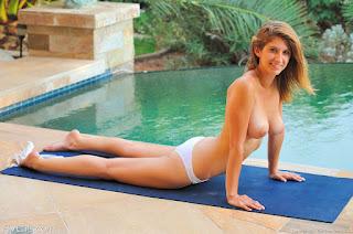 twerking girl - rs-518-733700.jpg