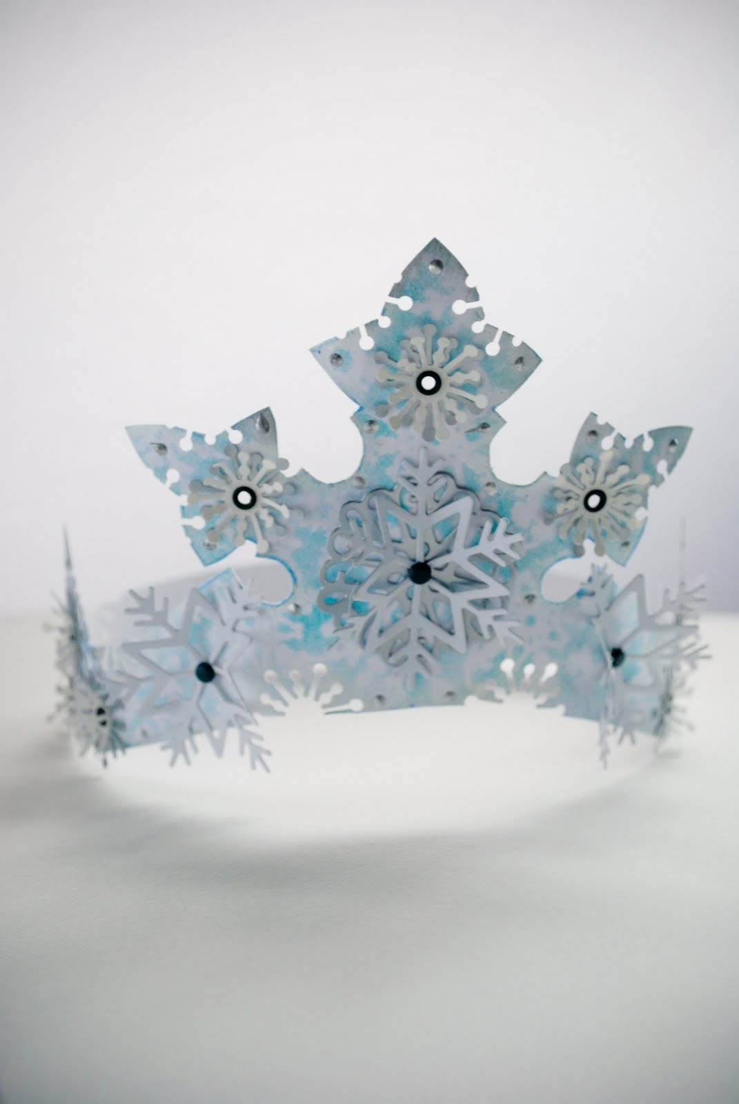 Как сделать из картона корону снежинки
