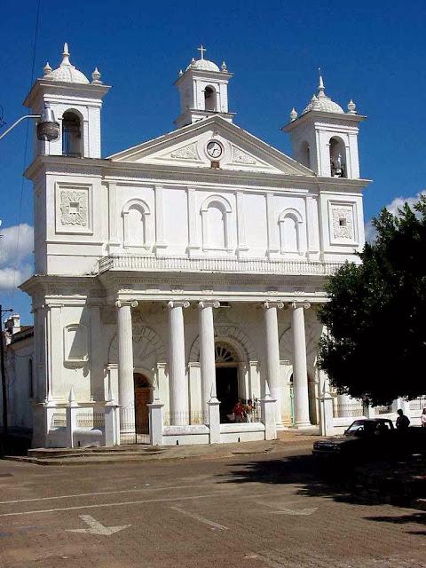La Iglesia Sta Lucía en Suchitoto