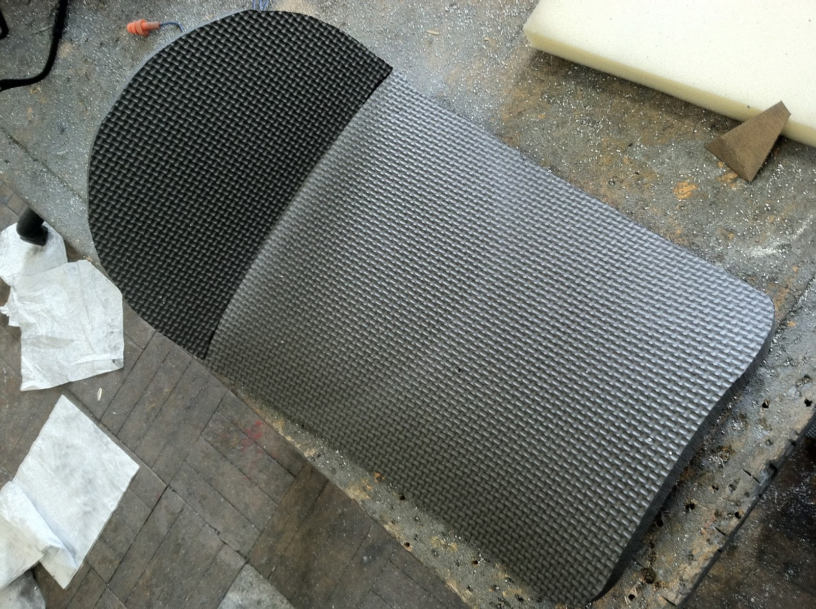 Roc city cafe racers how to do quality cafe racer seat for Fiberglass density