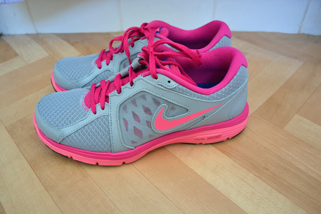 nike dual fusion trainers pink grey