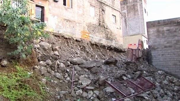 Desalojan un edificio, Las Palmas de Gran canaria, desprendimiento de una ladera