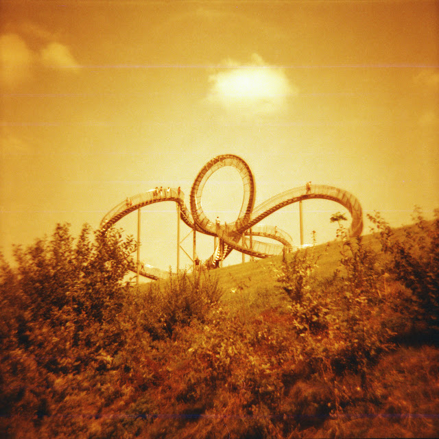 "Tiger & Turtle in Duisburg - Redscale Diana F+ - ""Fee ist mein Name"""
