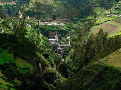 Las Lajas Sanctuary ,construído sobre a ponte