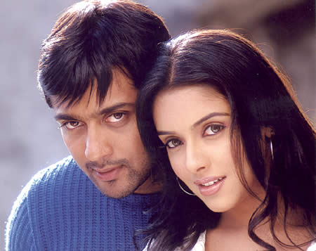 Surya & Asin in 'Ghajini' Movie 1